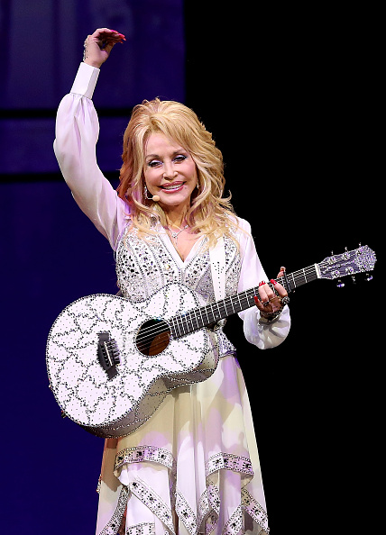 Performance「Dolly Parton Performs In Melbourne」:写真・画像(14)[壁紙.com]
