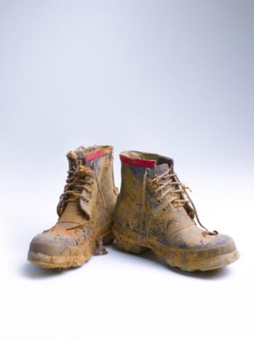Dirty「Muddie walking boots」:スマホ壁紙(1)