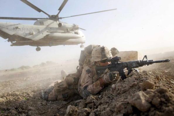 Infantry「U.S. Marines Continue Suppression Of Insurgents」:写真・画像(14)[壁紙.com]
