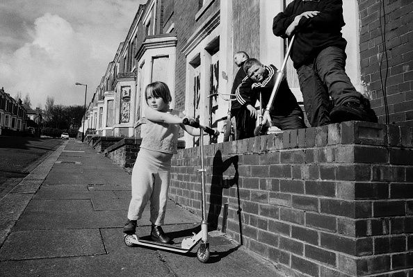 Boys「Children playing, Newcastle Upon-Tyne, May 2001.」:写真・画像(9)[壁紙.com]