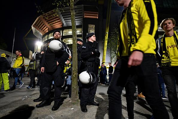 North Rhine Westphalia「Borussia Dortmund Bus Explosion Injures One」:写真・画像(2)[壁紙.com]