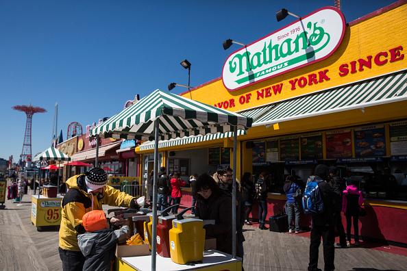 Nathan Burton「Coney Island's Luna Park Opens For The Season」:写真・画像(18)[壁紙.com]