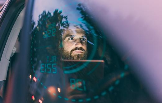 1人「Focused man in car at night surrounded by dashboard projection」:スマホ壁紙(3)
