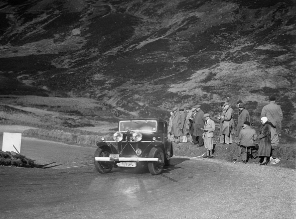Hairpin Curve「Talbot saloon competing in the RSAC Scottish Rally, Devil's Elbow, Glenshee, 1934」:写真・画像(4)[壁紙.com]