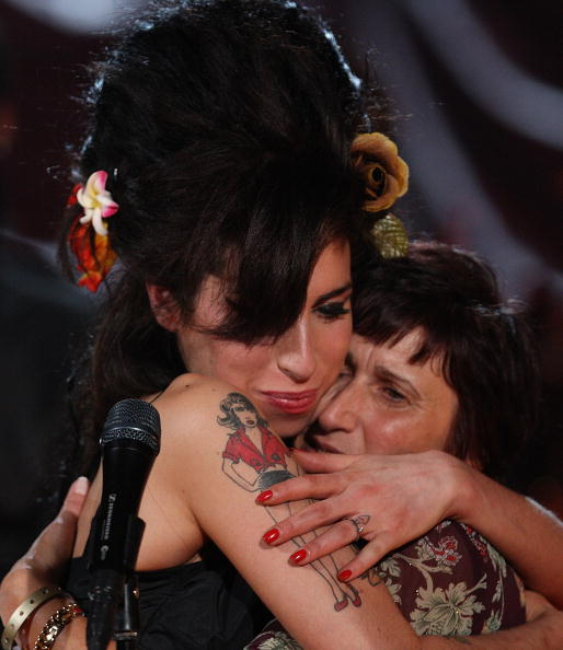Amy Winehouse「Amy Winehouse Performs For Grammy's Via Video Link」:写真・画像(17)[壁紙.com]