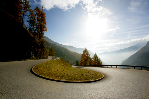Hairpin Curve「Austria, Timmelsjoch, curve on mountain road」:スマホ壁紙(11)
