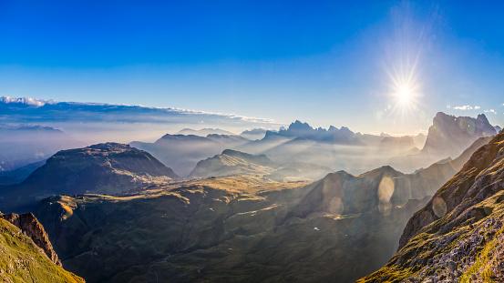 Mountain Peak「Arial view of Alpe di Siusi - Friedrich-August-Weg Footpath」:スマホ壁紙(8)