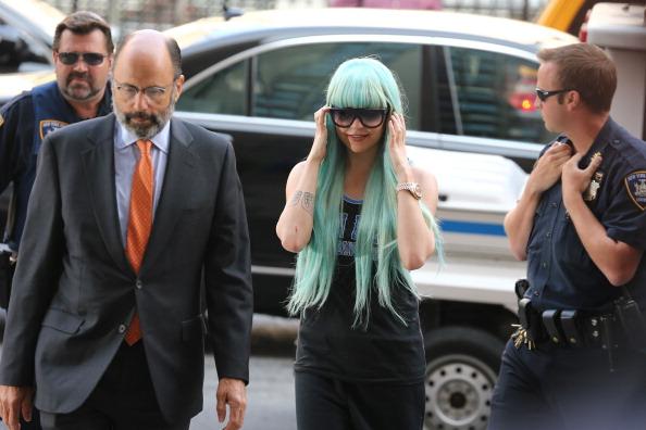 アマンダ バインズ「Amanda Bynes Manhattan Criminal Court Appearance - July 9, 2013」:写真・画像(7)[壁紙.com]