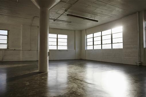 Architectural Column「Empty dance studio」:スマホ壁紙(13)