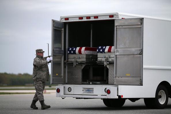 Daniel Gi「Bodies Of Soldiers Killed In Afghanistan Return To U.S.」:写真・画像(15)[壁紙.com]