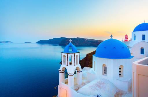 Greek Islands「Church in Oia on Santorini island, Greece」:スマホ壁紙(1)