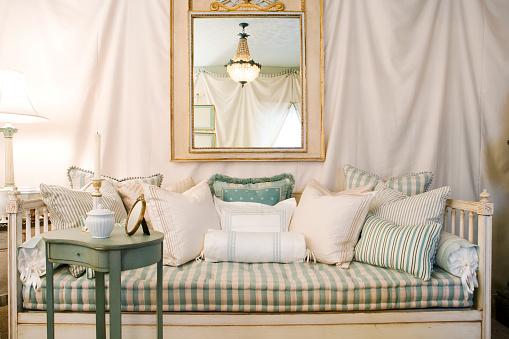 Antique「Romantic Living Room with Fabric-Draped Walls」:スマホ壁紙(14)