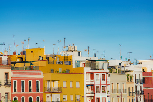 Townhouse「Spain, Seville, Triana, Colorful residential buildings」:スマホ壁紙(18)