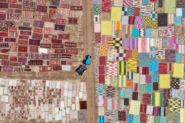 Human Interest「Turkey's Handmade Carpets Sun-Dry Before Heading To Stores」:写真・画像(8)[壁紙.com]
