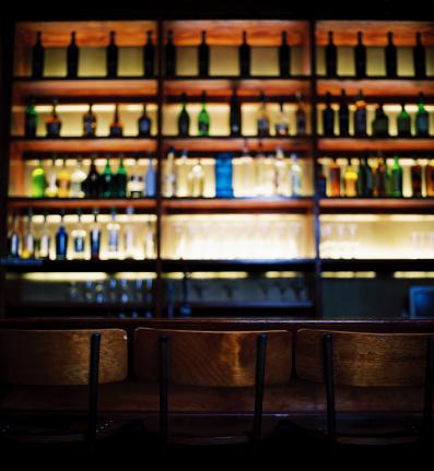 Cool Attitude「an array of bottles kept in shelves at a bar」:スマホ壁紙(8)