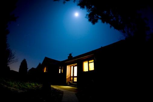 Moon「Moonlit house」:スマホ壁紙(3)