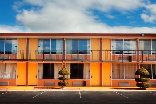 Motel「Parking lot, doors and windows of motel」:スマホ壁紙(5)