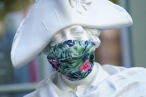 Crisis「Protective Face Masks Become Fashion Accessory」:写真・画像(4)[壁紙.com]