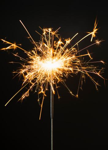 花火「Burning sparkler on black background」:スマホ壁紙(10)