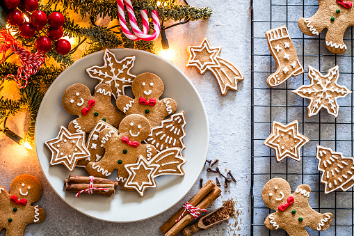Gingerbread Cookie「Homemade Christmas cookies on gray table」:スマホ壁紙(8)