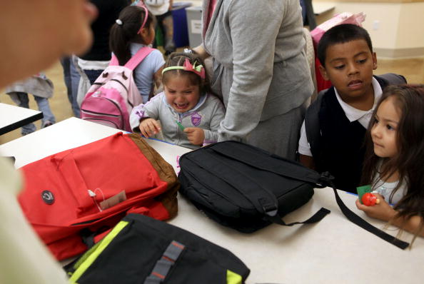 Tenderloin「Free Backpacks Are Distributed To Needy Students Ahead Of New School Year」:写真・画像(4)[壁紙.com]