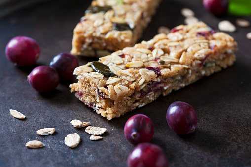 Nut - Food「Muesli bars with cranberries and oat flakes on dark background」:スマホ壁紙(2)