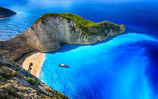 Greek Islands「Navagio Beach (Shipwreck Beach), Zakynthos island, Greece. ProPhoto RGB.」:スマホ壁紙(2)