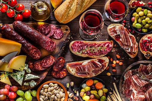 Pork「Deliscious appetizer on rustic wood table」:スマホ壁紙(7)