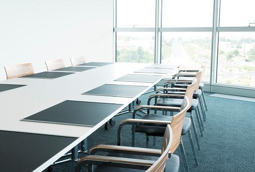 Vanishing Point「Empty Business Boardroom」:スマホ壁紙(12)