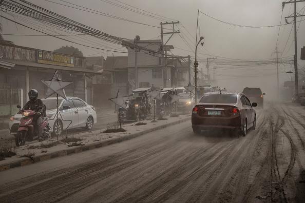 Volcano「Taal Volcano Erupts In The Philippines」:写真・画像(3)[壁紙.com]