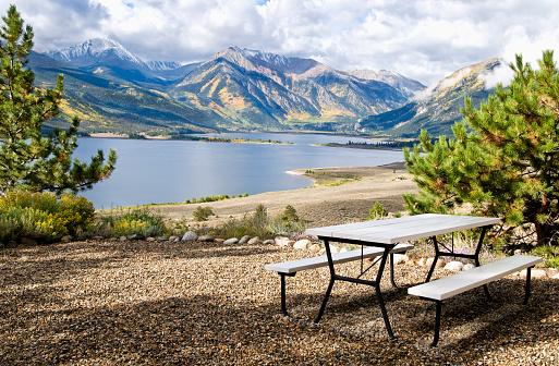 Natural Parkland「Idyllic mountain lake」:スマホ壁紙(2)