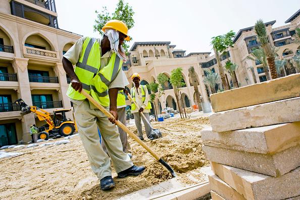 Construction Vehicle「Palace Hotel Construction Site, Dubai, United Arab Emirates, May 2007.」:写真・画像(16)[壁紙.com]
