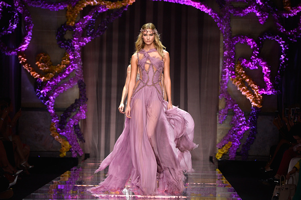 Chiffon「Atelier Versace : Runway - Paris Fashion Week - Haute Couture Fall/Winter 2015/2016」:写真・画像(2)[壁紙.com]