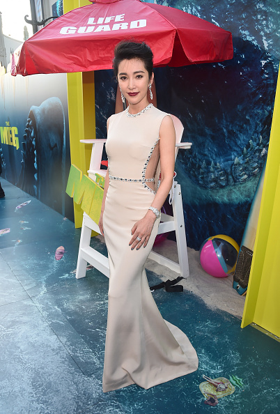 "Li Bingbing「Warner Bros. Pictures And Gravity Pictures' Premiere Of ""The Meg"" - Red Carpet」:写真・画像(18)[壁紙.com]"