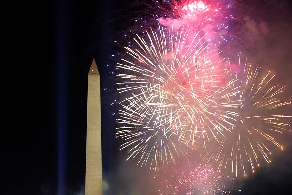 花火「Joe Biden's Inauguration As 46th President Of The U.S. Is Celebrated With Parade In Washington, D.C.」:写真・画像(13)[壁紙.com]