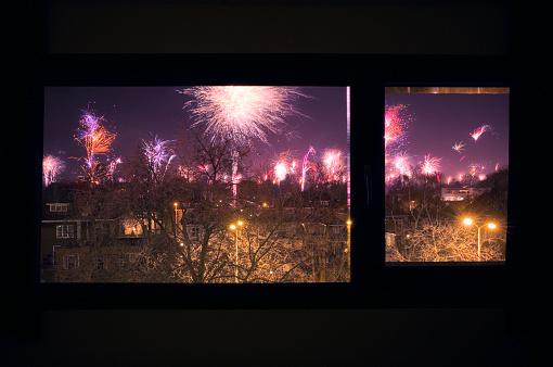 North Brabant「Fireworks display at neighborhood, New Year's Eve」:スマホ壁紙(12)