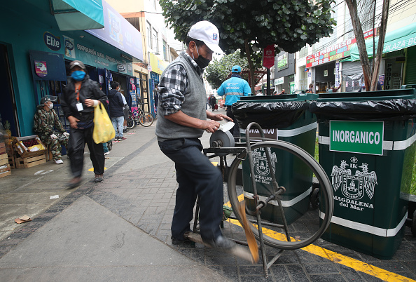 Sharpening「Peru Continues To Reopen Economy and Industry After Major Sink During Coronavirus Lockdown」:写真・画像(17)[壁紙.com]