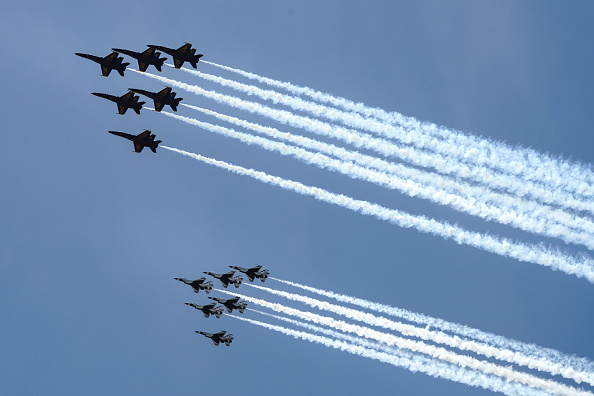 USAF「Blue Angels And Thunderbirds Flyover D.C. Area In Tribute Of Healthcare Workers And First Responders」:写真・画像(6)[壁紙.com]