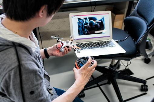 大人のみ「プロトタイプ ロボットをテスト エンジニア」:スマホ壁紙(18)