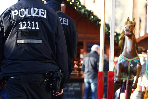 2016 Berlin Christmas Market Attack「Berlin Christmas Markets Reopen Following Apparent Terror Attack」:写真・画像(18)[壁紙.com]