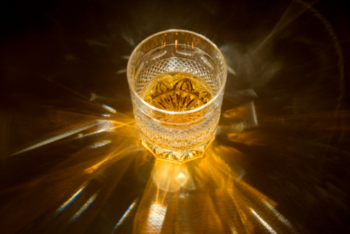 Crystal Glassware「Whiskey in whiskey glass, close-up」:スマホ壁紙(14)