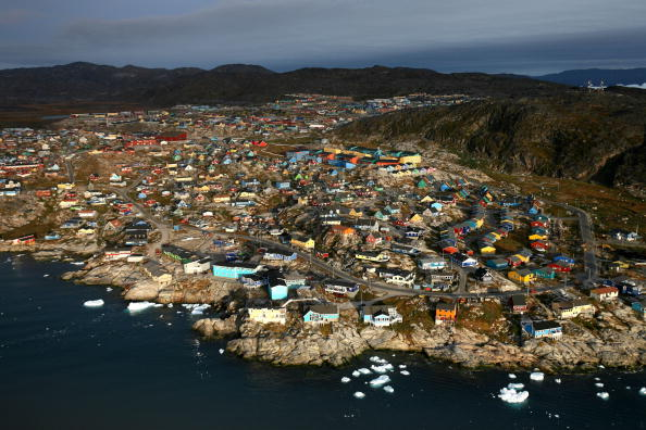 Town「Retreating Ice Fields Impact Native Greenlanders」:写真・画像(17)[壁紙.com]