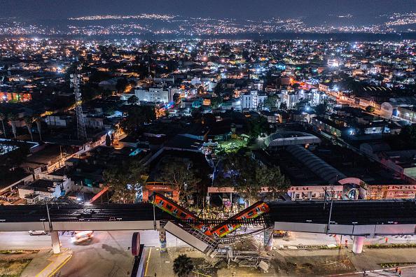 Mexico「Metro Bridge Collapses in Mexico City」:写真・画像(18)[壁紙.com]