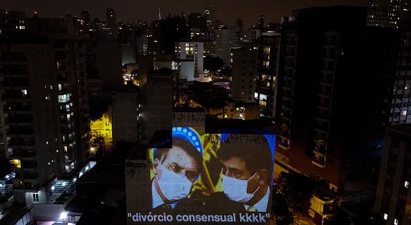 President of Brazil「Pots and Pans Protest (Panelaco) Against Brazilian President Jair Bolsonaro Because of the Firing of the Ministry of Health Luiz Henrique Mandetta Amidst the Coronavirus (COVID - 19) Pandemic」:写真・画像(15)[壁紙.com]