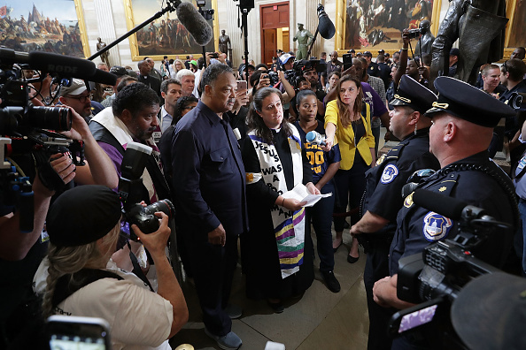 """Effort「Reverend Jesse Jackson And William Barber Protest Within U.S. Capitol During """"Poor People's Campaign"""" Day Of Action」:写真・画像(15)[壁紙.com]"""