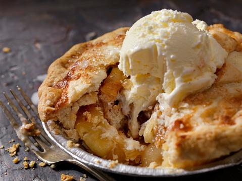 Apple Pie「Individual Size Apple Pie with Vanilla Ice Cream」:スマホ壁紙(12)