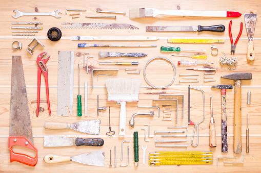 日曜大工「Various tools on wood」:スマホ壁紙(18)