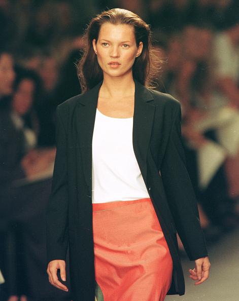 ランウェイ・ステージ「Model Kate Moss Walks The Runway At The Calvin Klein Spring Fashion Show In New York September 18」:写真・画像(6)[壁紙.com]