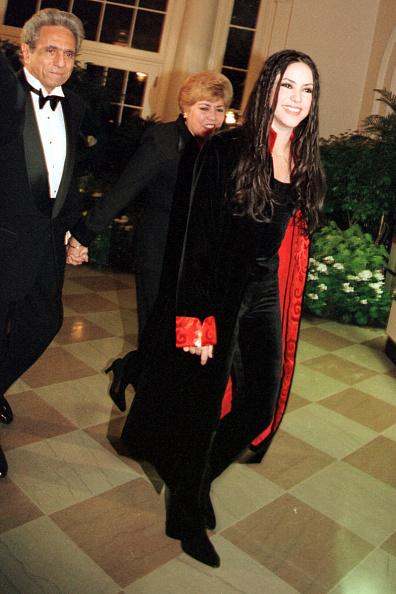 1990-1999「Singer Shakira Mebarak arrives」:写真・画像(9)[壁紙.com]