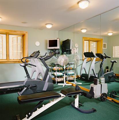 Basement「Gym in Finished Basement」:スマホ壁紙(3)